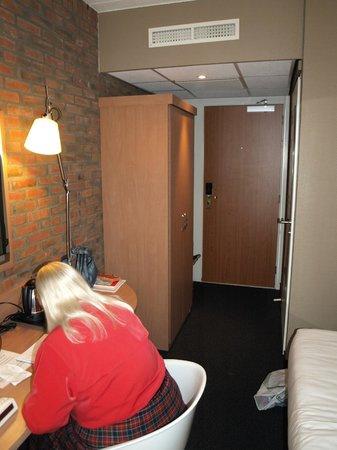 Mercure Hotel Zwolle: udgang fra værelse med skab