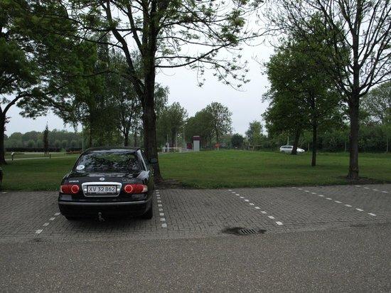 Mercure Hotel Zwolle : indkørsel fra P-plads