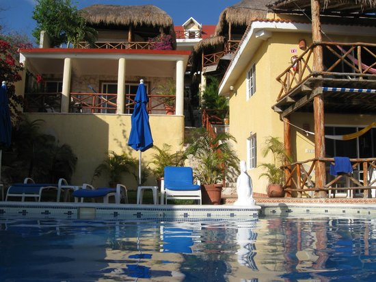 Hotel La Joya: back to the hotel from in the pool