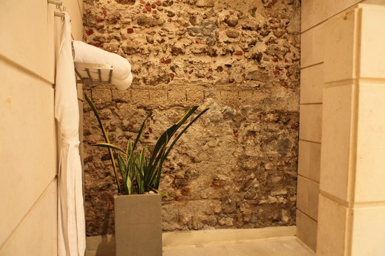 Casablanca Belle & Boutique: Salle de bains : La douche est à droite