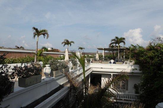 Casablanca Belle & Boutique: La terrasse avec transat et piscine
