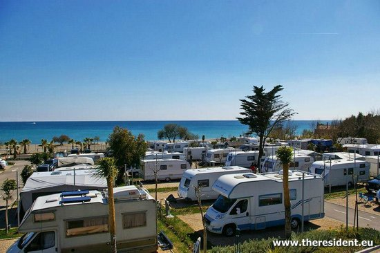 Manilva, Spagna: La Bella Vista has 144 beach front super pitches