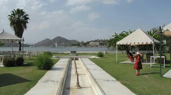 Raaj Bagh: lovely setting