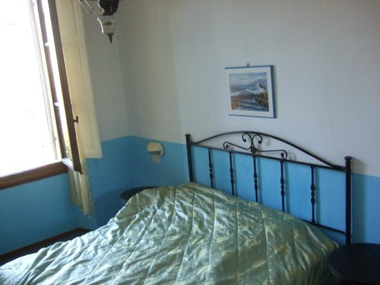 Hotel d'Azeglio: Shot of the bed
