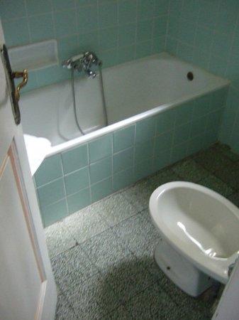 Hotel d'Azeglio: bathroom