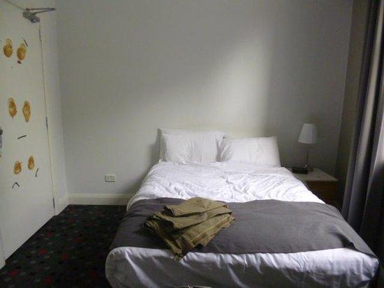 The Sunnyside Tavern: tiny room, one bedside table