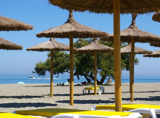 Camping La Bella Vista : Our very own beach with sunbeds and umbrellas