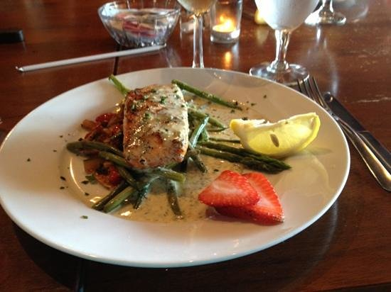 T.E.F. Bistro & Winery: Wild salmon with lemon dill sauce