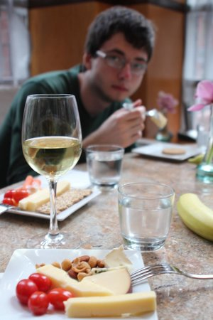 Hotel Giraffe: wine & cheese party 2