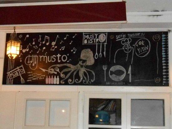 Musto Bistro : outside