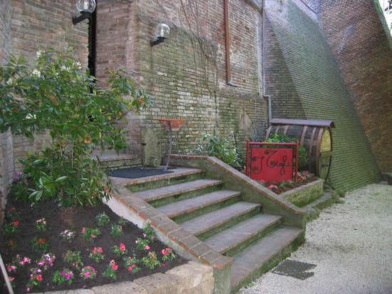 Hotel Ristorante I Tigli: i Tigli restaurant entrance