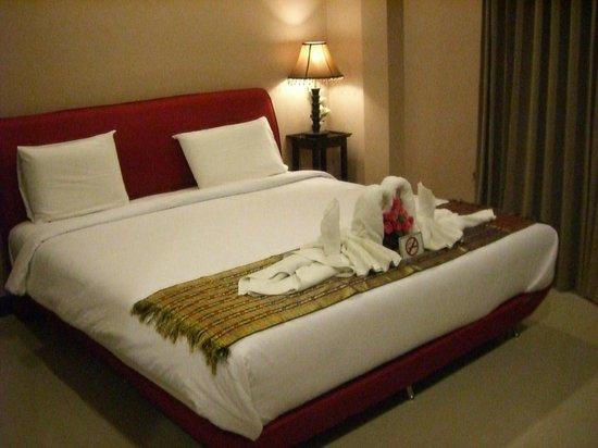 Beach Inn Kata : Bed in Room 8