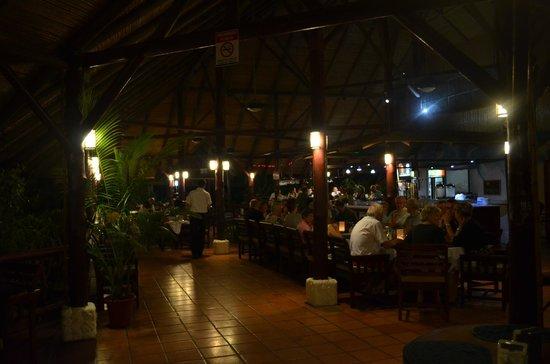 Restaurante El Rancho en Hotel Villas Río Mar: The restaurant