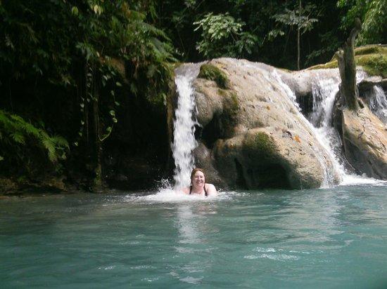 Blue Hole: Waterfalls-get a massage
