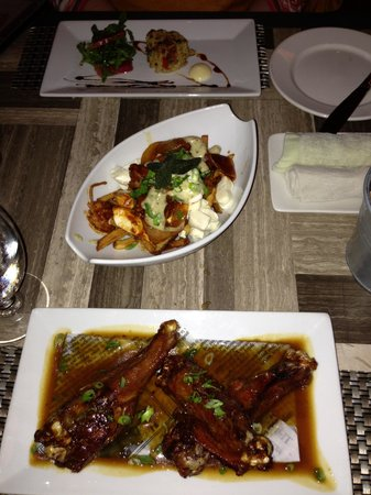 SSS Restaurant: Duck Wings, Pulled-Port Puotine & Crab Cakes