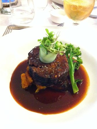 Cobblestone Lane: Slow cooked lamb....to die for