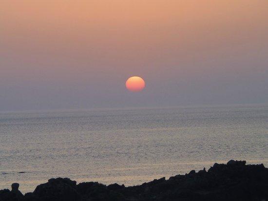 Nanauraso: 部屋から見た夕日