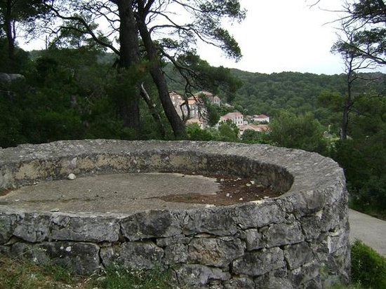 Boutique Accommodation Mljet : Accommodation is in background