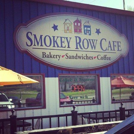 Smokey Row Cafe & Bakery: Outdoor patio!