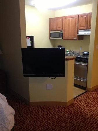 TownePlace Suites Birmingham Homewood: wall mount TV