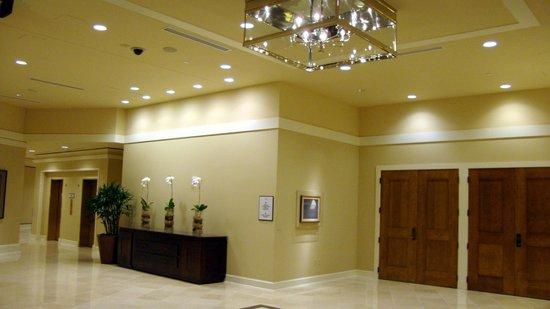 Sheraton Seattle Hotel: Zona de ascensores y lobby