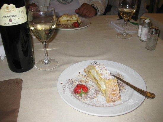 Hotel Monaco : Dessert and wine for dinner