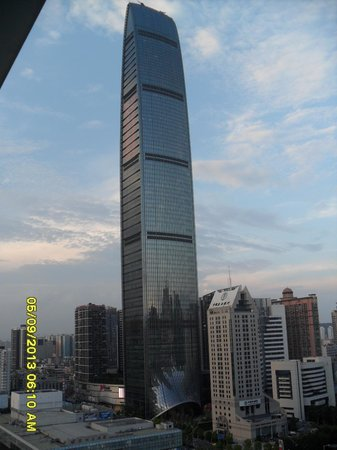 Vienna Hotel Shenzhen Theater: View from the room...King Key building...Wow!