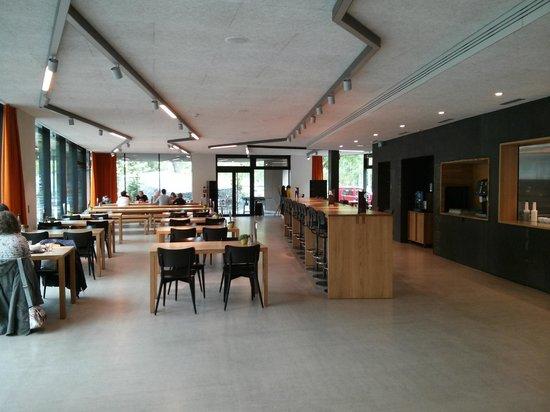 Interlaken Youth Hostel: entrance