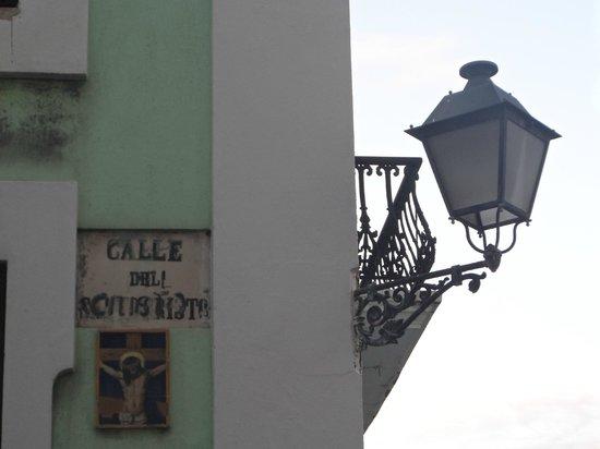 Calle del Cristo: Each street corner is unique