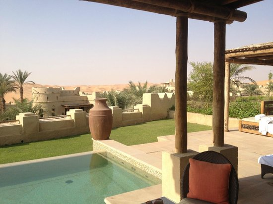 Qasr Al Sarab Desert Resort by Anantara: piscine privée