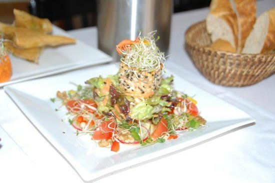 Restaurant Mandala: Goat Cheese Sesame Salad