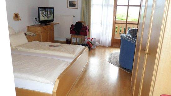 Hotel Seegasthof Stadler: Das Zimmer mit Wohnbereich