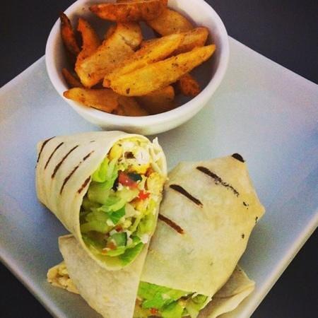 Shiraz Cafe & Restaurant: chicken kebob wrap