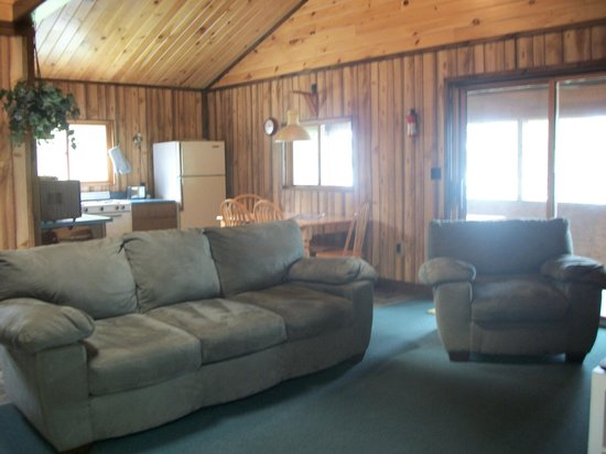 Ocean Spray Cottages: Living area in luxury unit
