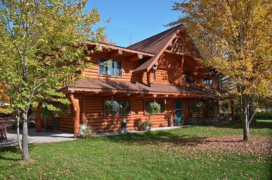 Staudemeyer's Four Seasons Resort: Main Lodge exterior