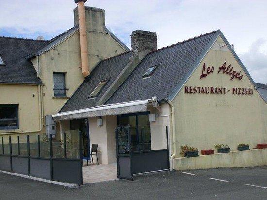Le restaurant avec un grand parking priv photo de les for Restaurant exterieur