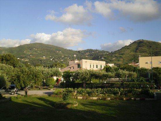 Hotel Baia del Capitano: View from bedroom