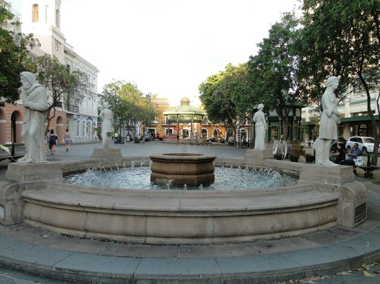 Plaza de Armas: 'Four Seasons' Fountain at one end