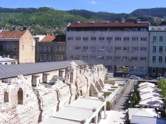 Art Hotel: Room view on ruins of an ottoman Inn- Tashlihan
