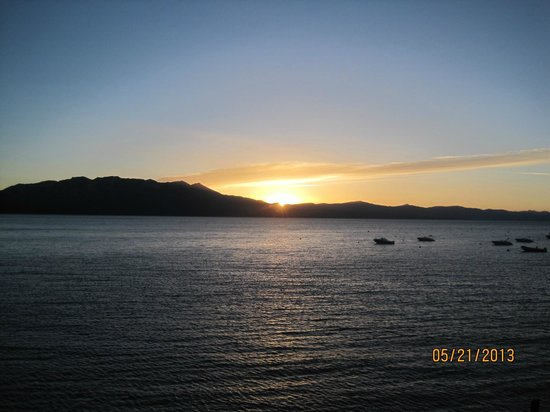 Tahoe Seasons Resort: A amazing sunset on the Tahoe Queen