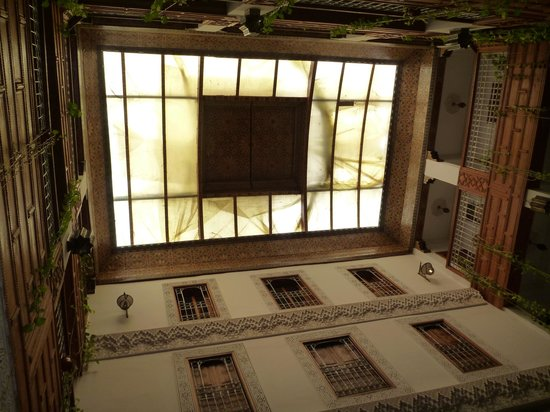 Riad Dar Dmana: Nice architecture; plastic sheeting over leaky roof