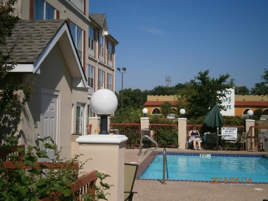 Country Inn & Suites By Carlson, Fort Worth: Hotel & pool