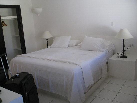 Blue Waters Beach Apartments : Bedroom