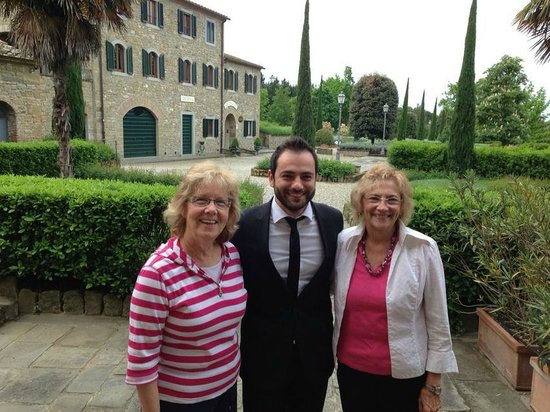 Borgo il Melone: A very helpful staff member, Alessandro, and Marian and Isabel.