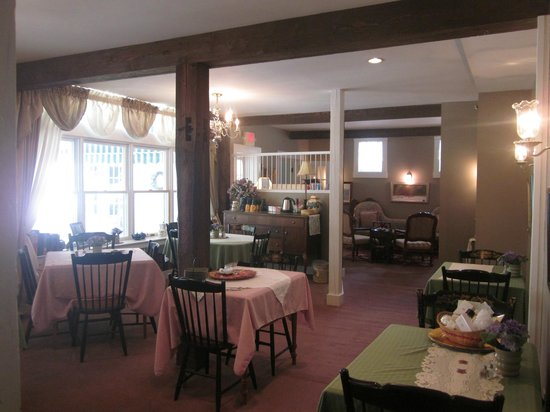 Greenwood Manor Inn: the dining room