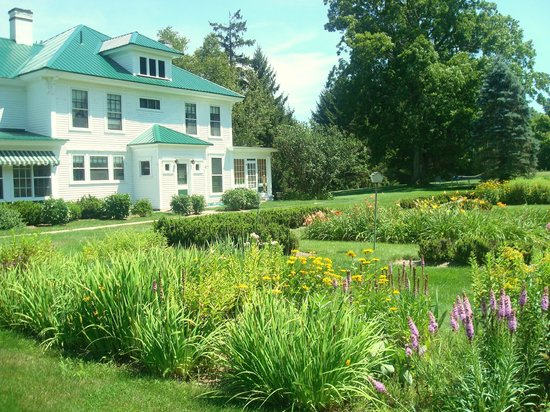 Greenwood Manor Inn: the grounds