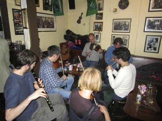 Corrib View Lodge: Pub in Galway with Irish musicians