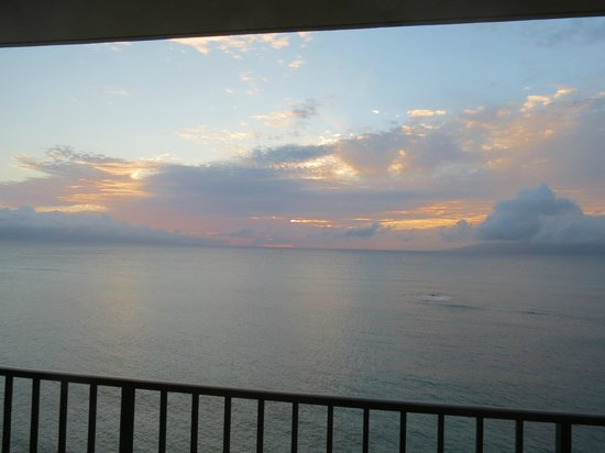 Kahana Beach Resort: Sunset view