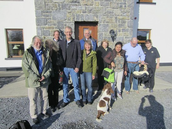 Corrib View Lodge : Guest group in front of hotel