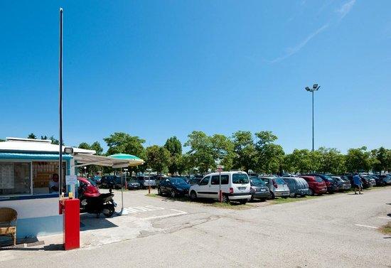 Hotel Arno: Parcheggio custodito e assicurato